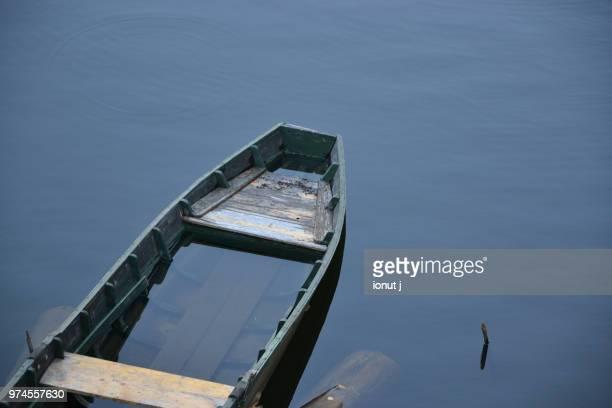 komm in mein boot, ein sturm kommt auf und es wird nacht - nacht stock pictures, royalty-free photos & images