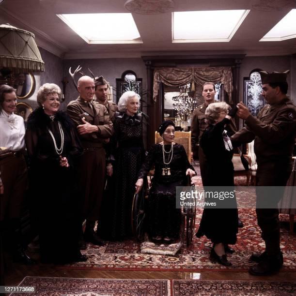 Komparse, CAMILLA HORN, MARIANNE HOPPE, Rose Renée Roth, Komparse / Überschrift: DIE LETZTE GESCHICHTE VON SCHLOSS KÖNIGSWALD / BRD 1989.