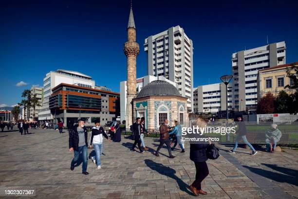 konak mosque and modern state service buildings at the background in izmir. - emreturanphoto stock pictures, royalty-free photos & images