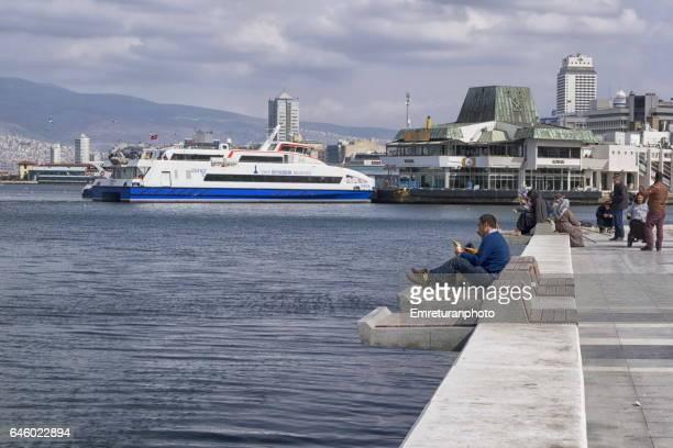 konak promenade and ferry terminal. - emreturanphoto stock-fotos und bilder
