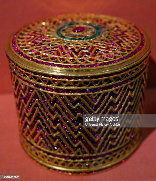 1800 1855 Konbaung period Box made from gold diamonds emeralds and rubies The quality of this box and pot suggests that they were made for royalty or...