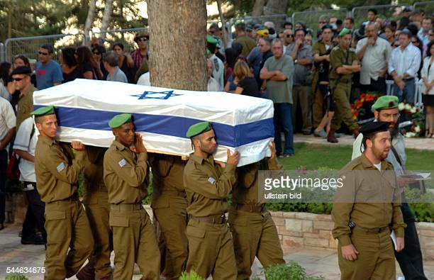 Konflikt Israel-Libanon - Jerusalem, Beerdigung eines israelischen Soldaten, der an der libanesischen Grenze von Hizbollah Milizen erschossen wurde.