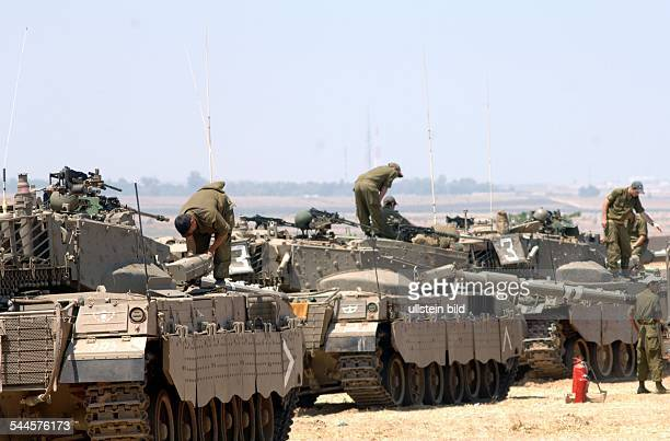Konflikt Israel-Palästina - Die israelische Armee bereitet sich auf einen eventuellen Einmarsch in Gaza vor, nachdem Palaestinenser einen...