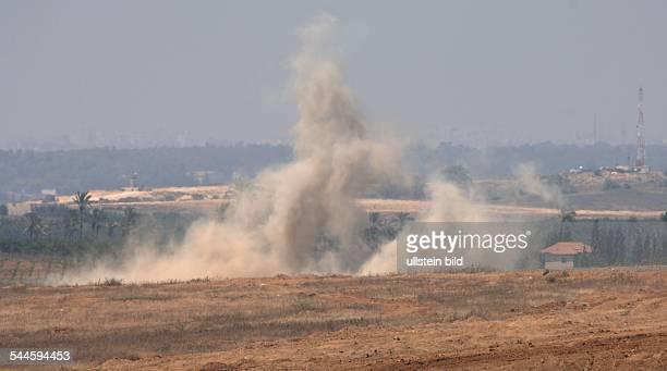 Konflikt IsraelPalästina Israelische Granaten landen im Norden von Gaza Die israelische Armee versucht mit Granaten militante Palaestinenser am...