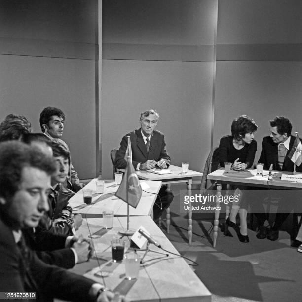 Konflikt - Pädagogik, Diskussionsrunde im Studio mit Gästen in Hamburg, Deutschland 1979.