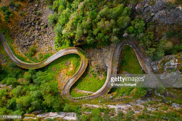 kongevegen old trail over filefjell, norway - single track stock pictures, royalty-free photos & images