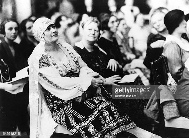 Kongress des 'Weltbundes fürFrauenstimmrecht und staatsbürgerlicheFrauenarbeit' in Berlin Eine Delegierteaus Rumänien Frau Pop Juni 1929