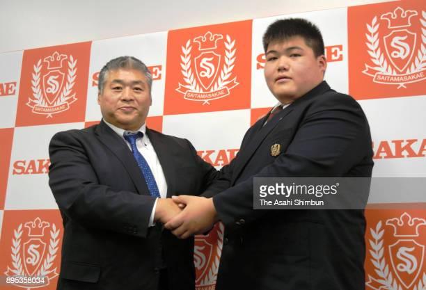 Konosuke Naya grandson of late former yokozuna Taiho shakes hands with stable master Otake during a press conference at Saitama Sakae High School on...