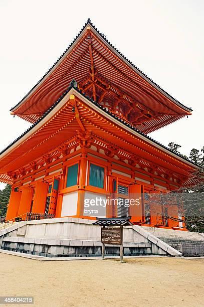 konpon daito pagode (große stupa), koyasan, japan - danjo garan stock-fotos und bilder
