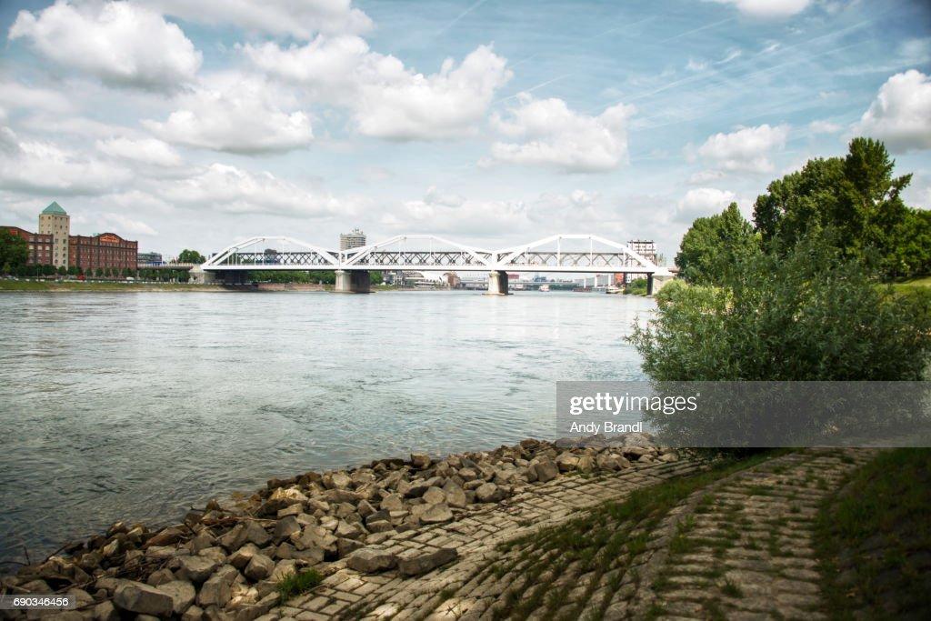 Konrad Adenauer Bridge Mannheim II (Konrad Adenauer Bruecke) : Stockfoto