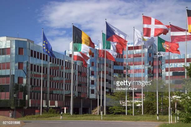 konrad adenauer building - bandeira de portugal imagens e fotografias de stock