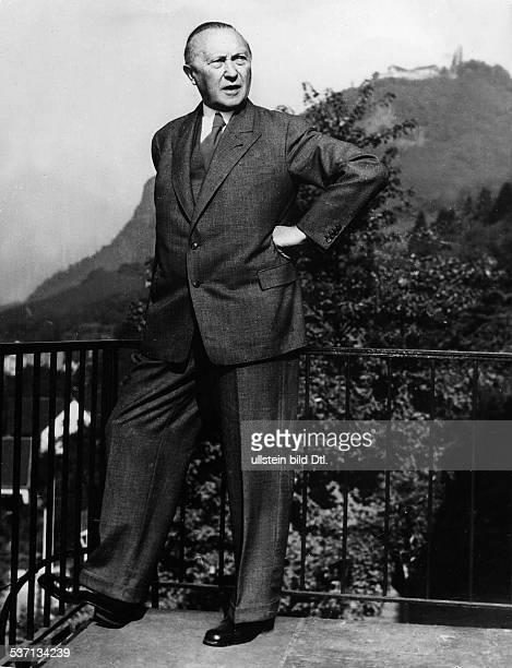 Konrad Adenauer,Konrad Adenauer , Politiker, CDU, BRD, - auf der Terrasse seines, Rhöndorfer Hauses, - 1955