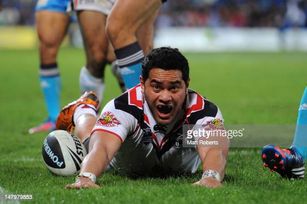 Konrad Hurrell of the Warriors scores a try during the round 18 NRL match between the Gold Coast Titans and the New Zealand Warriors at Skilled Park...