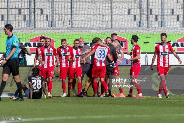 Konstantin Kerschbaumer of 1.FC Heidenheim 1846 celebrates after scoring his team's second goal with teammates during the Second Bundesliga match...