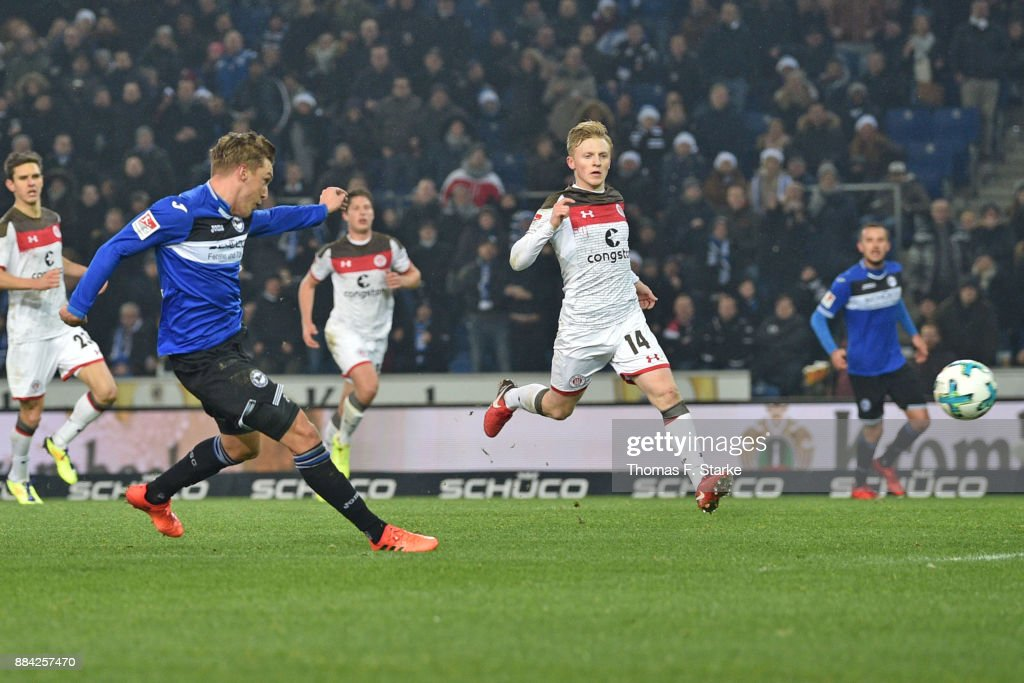 Konstantin Kerschbaumer (L) of Bielefeld scores during the Second Bundesliga match between DSC Arminia Bielefeld and FC St. Pauli at Schueco Arena on December 1, 2017 in Bielefeld, Germany.