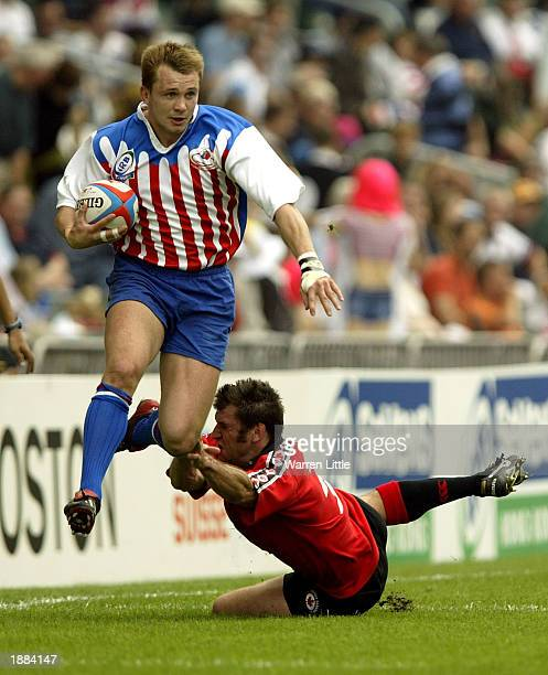 Konstantin Ratchkov of Russia evades a tackle by Derek Daypuck of Canada during the Credit Suisse First Boston Hong Kong Sevens 2003 at the Hong Kong...