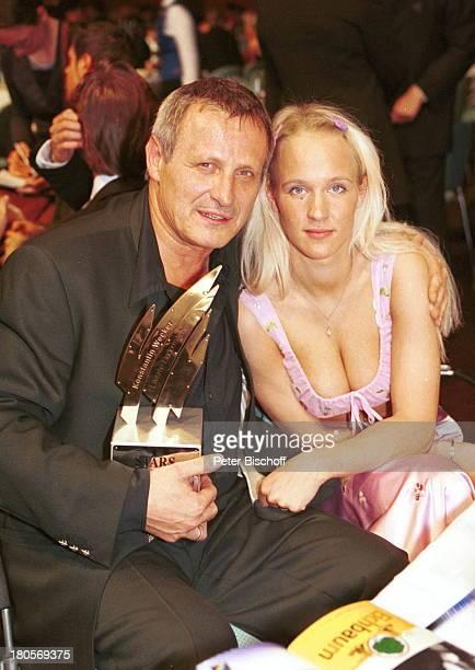 Konstantin Wecker Ehefrau Annik Gala'Stars unterm Regenbogen' RosengartenMannheim Preisträger Preis