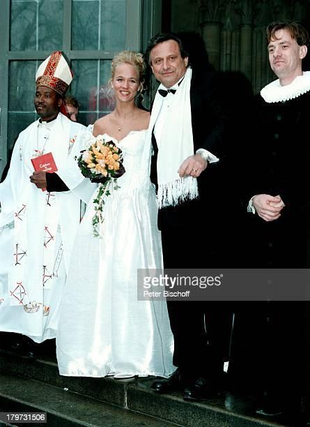 Konstantin Wecker mit Ehefrau Annik bei de Hochzeitfeier in der St Lucas Kirche in München Braut Bräutigam Sänger Liedermacher Pianist Komponist...