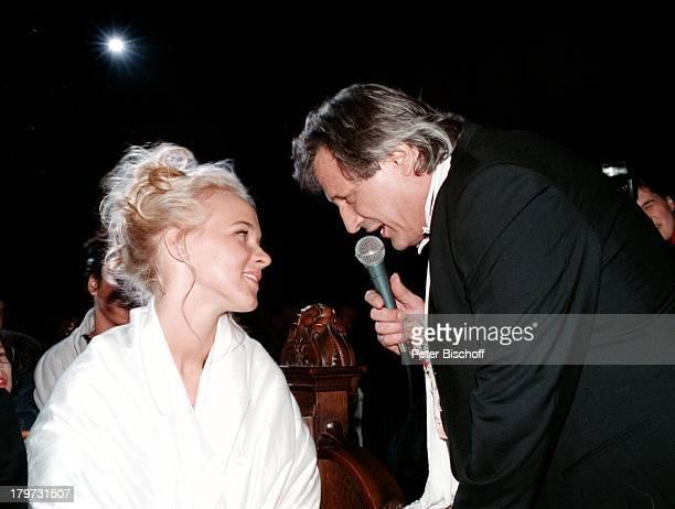 Konstantin Wecker mit Ehefrau Annik bei der Hochzeitfeier sang Konstantin ein Liebeslied Braut Bräutigam Sänger Liedermacher Pianist Komponist Promis...