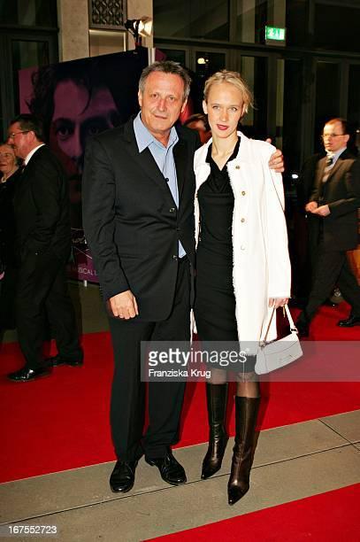 Konstantin Wecker Mit Ehefrau Annik Bei Der Premiere Des Musicals 'Ludwig 2' Im Festspielhaus In Neuschwanstein Am 110305