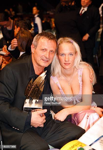 Konstantin Wecker Preisträger EhefrauAnnik Ballkleid RegenbogenAward Gala'Stars unterm Regenbogen' RosengartenMannheim
