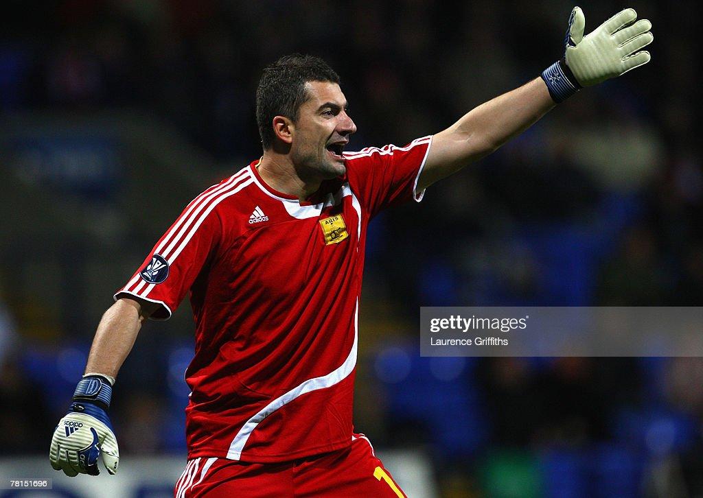 Bolton Wanderers v Aris Thessaloniki - UEFA Cup : News Photo