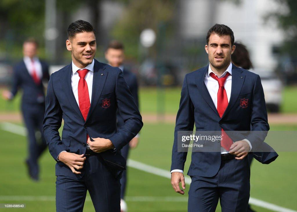 Arsenal 1st Team Squad Photocall : News Photo