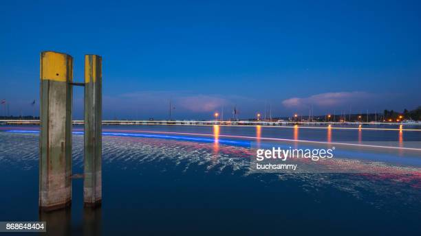 konstanzer hafen bei nacht - nacht stock pictures, royalty-free photos & images