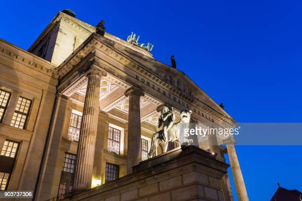konzerthaus at the famous gendarmenmarkt at blue hour (berlin, germany) - konzerthaus berlin stock pictures, royalty-free photos & images