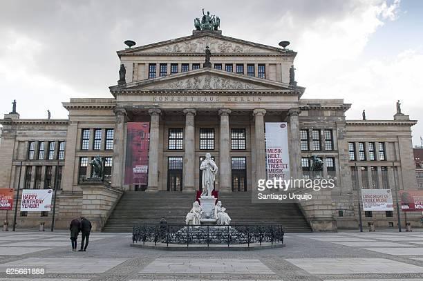 konzerthaus in gendarmenmarkt - konzerthaus berlin stock pictures, royalty-free photos & images