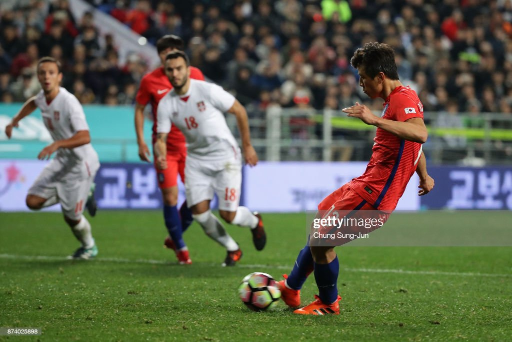 Koo Ja-Cheol of South Korea scores from a penalty kick during the international friendly match between South Korea and Serbia at Ulsan World Cup Stadium on November 14, 2017 in Ulsan, South Korea.
