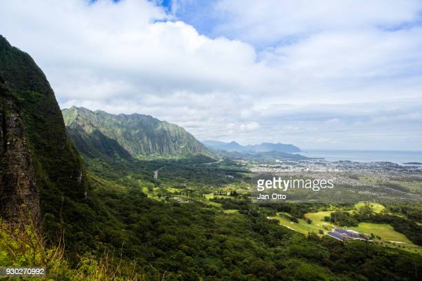 koolau mountains on oahu, hawaii, seen from pali lookout - kailua stock pictures, royalty-free photos & images