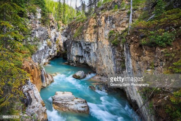 kootenay river, british columbia - ruscello foto e immagini stock