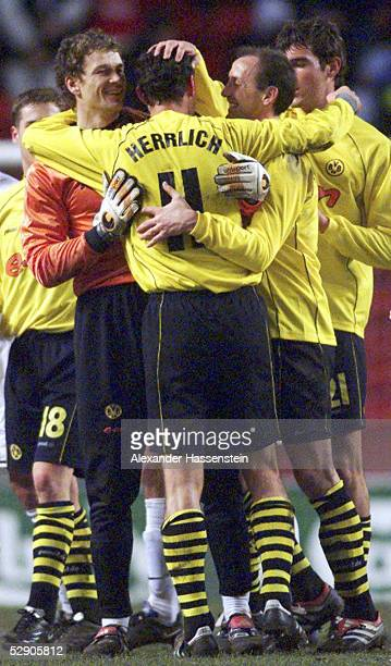 POKAL 01/02 Kopenhagen FC KOPENHAGEN BORUSSIA DORTMUND 01 JUBEL DORTMUND TORWART Jens LEHMANN Heiko HERRLICH Juergen KOHLER