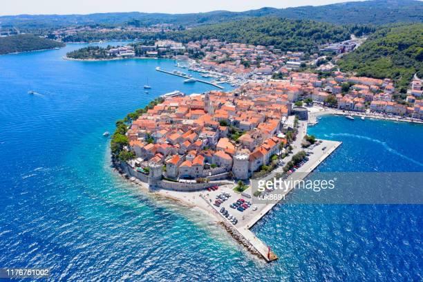 korcula old town - kroatië stockfoto's en -beelden
