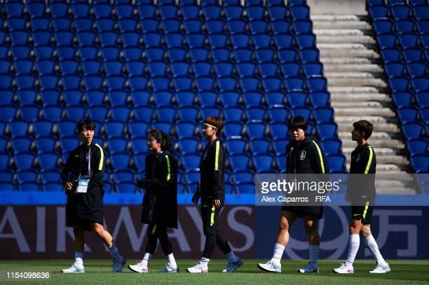 Korea Republic players inspect the pitch of Parc des Princes stadium on June 06, 2019 in Paris, France.