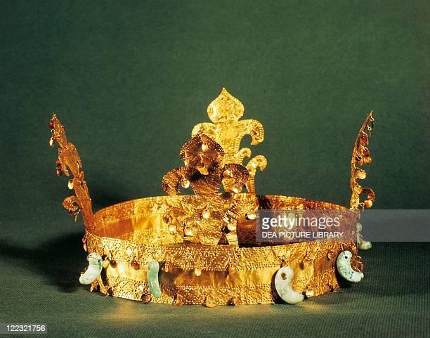 Korea Seoul Golden crown found in tomb near Koryong