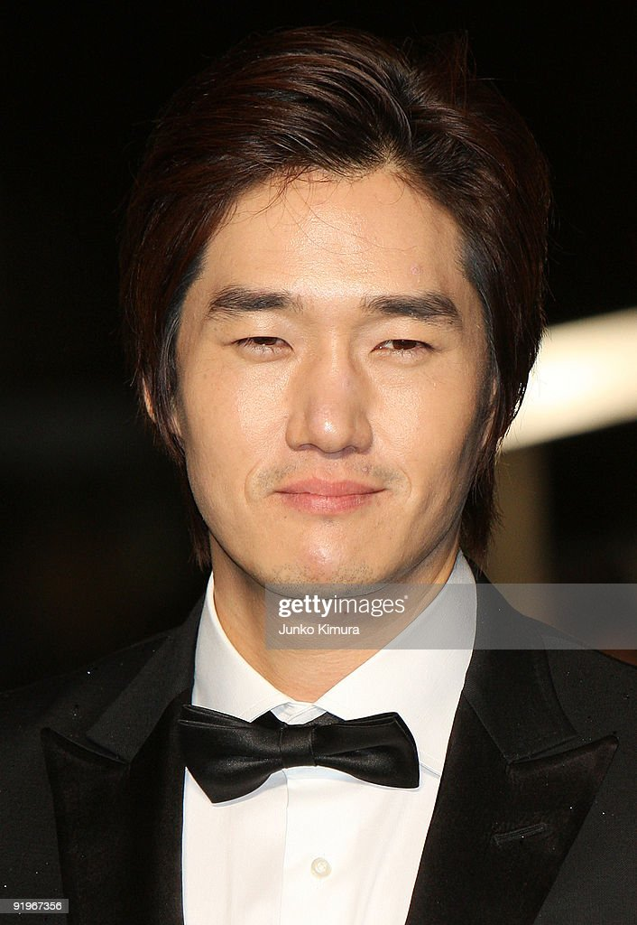 Korean actor Yoo Ji Tae walks on the green carpet during the 22nd Tokyo International Film Festival Opening Ceremony at Roppongi Hills on October 17, 2009 in Tokyo, Japan. TIFF takes place from October 17 to 25, showing around 270 films during the festival. TIFF consists of 6 categories; Special Screenings, Competition, Winds of Asia-Middle East, Japanese Eye, World Cinema and natural TIFF supported by Toyota.