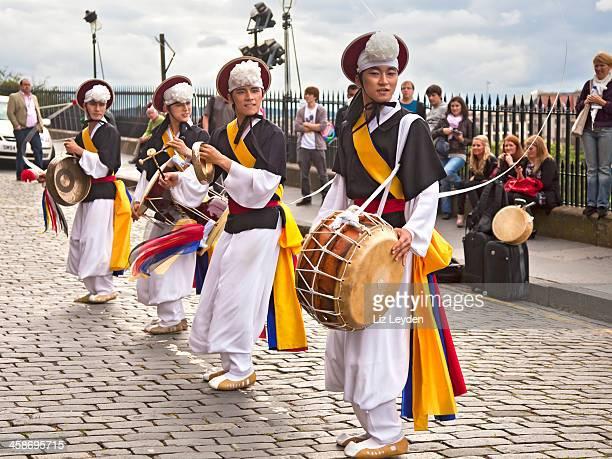 korean drummers on the mound; edinburgh fringe festival - korean culture stock pictures, royalty-free photos & images