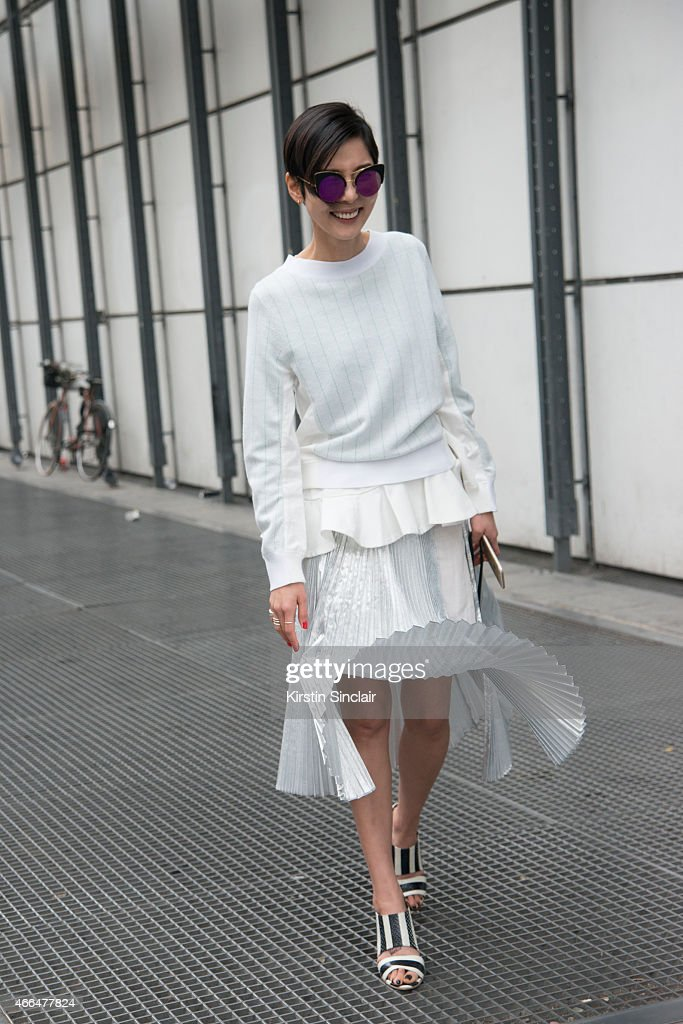 Street Style - Paris Collections: WOMEN AW15 - March 03 To March11, 2015 : ニュース写真