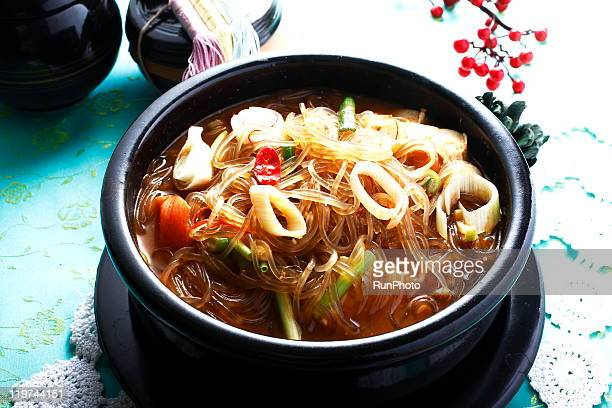 korean food, cellophane noodles - 韓国料理 ストックフォトと画像