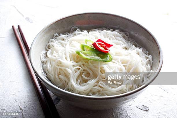 korean food,simple noodles - 麺 ストックフォトと画像