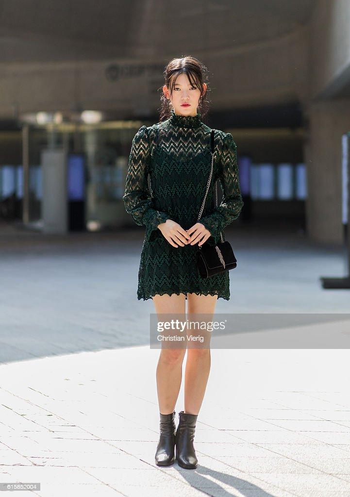 Street Style - HERA Seoul Fashion Week - Day 4 : News Photo