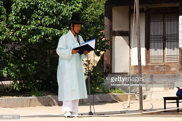 CONTENT] Korean priest during a wedding ceremony in the outskirts of Seoul