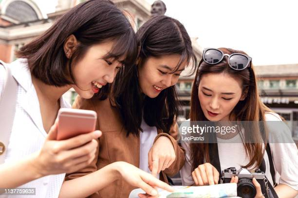 korean women friends in seoul - korean teen stock pictures, royalty-free photos & images