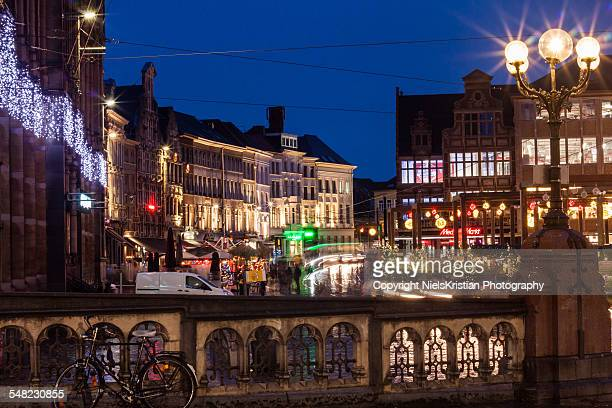 korenmarkt bij avond in gent - 東フランダース ストックフォトと画像