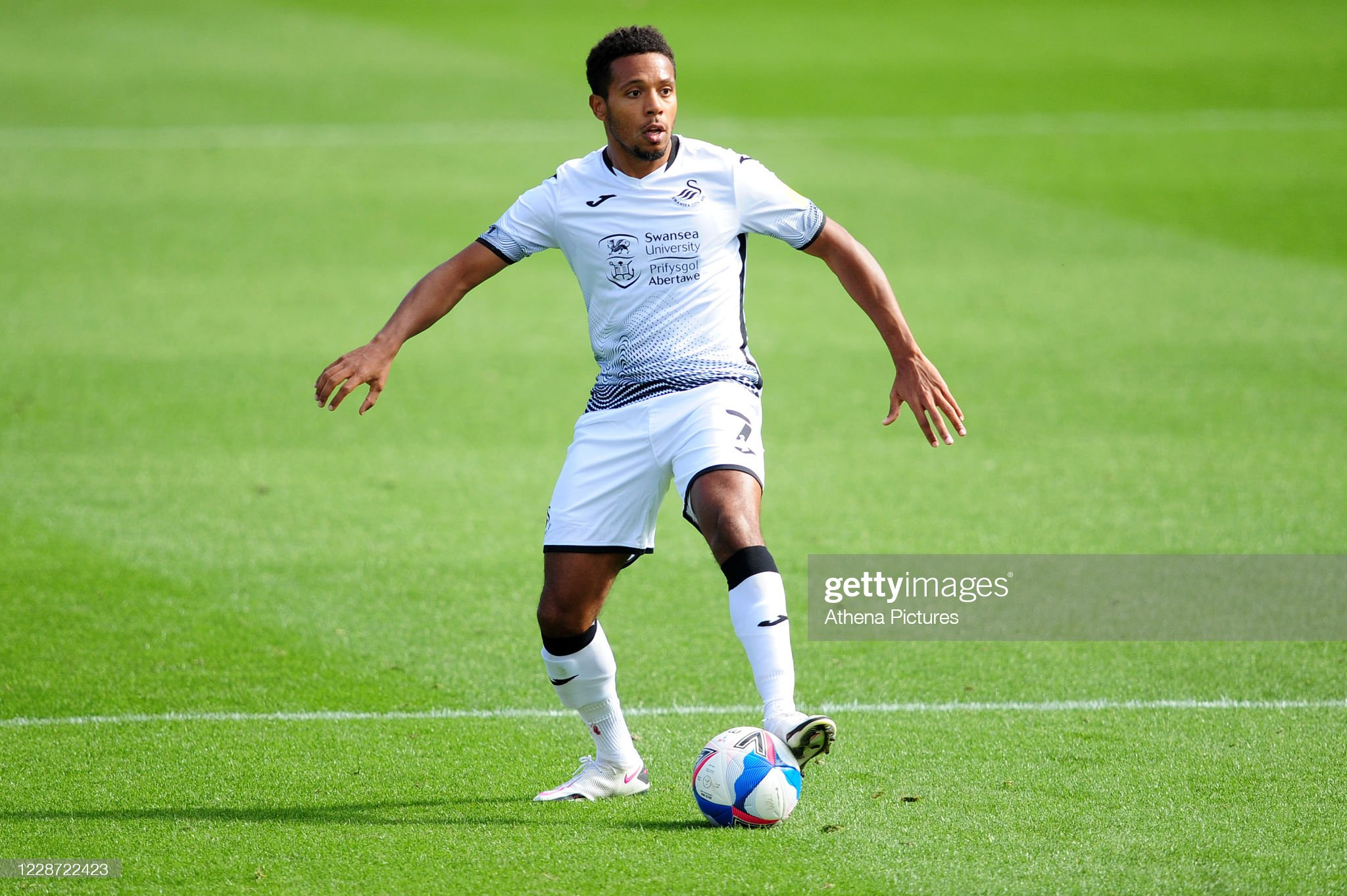 """Incredible"" Korey Smith Is Part Of Big Swansea Threat, Says Dean Holden"