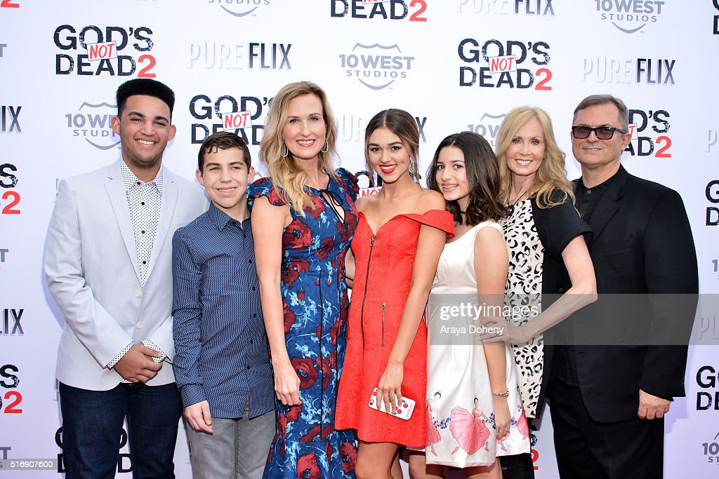 Korie Robertson (C) Sadie Robertson (C) and Korie Robertson and family attend the premiere of Pure Flix Entertainment's 'God's Not Dead 2' at Directors Guild Of America on March 21, 2016 in Los Angeles, California.