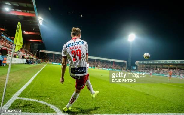 Kortrijk's Andriy Bastula takes a corner kick during a soccer game between KV Kortrijk and Sporting Charleroi Saturday 16 February 2019 in Kortrijk...