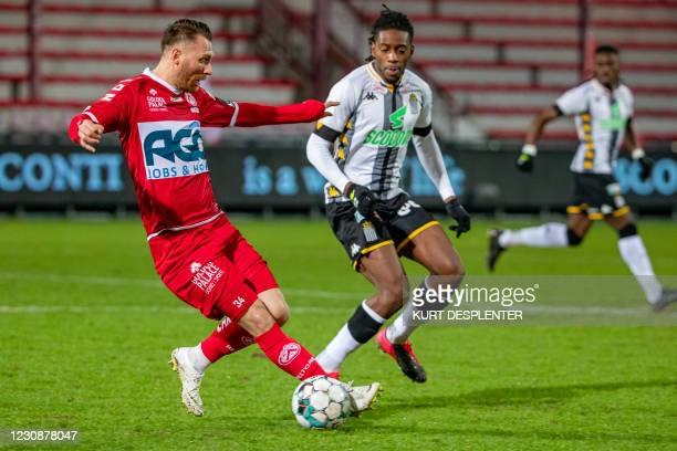 Kortrijk's Teddy Chevalier and Charleroi's Joris Kayembe fight for the ball during a soccer match between KV Kortrijk and Sporting Charleroi,...